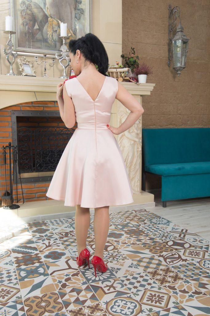 Rochie scurta de ocazie, roz pudra, accesorizata ⋆